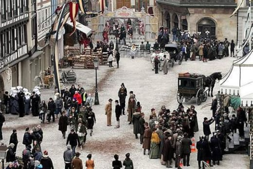 Sherlock Holmes First Look at Fraance Set