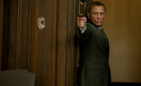 Skyfall Photos: James Bond Takes Aim