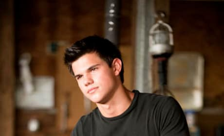 Taylor Lautner Sues for Trailer