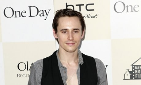 Reeve Carney Gets Lead in Jeff Buckley Biopic