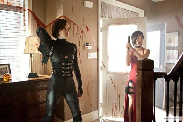 Milla Jovovich and Li Bingbing Resident Evil: Retribution Still
