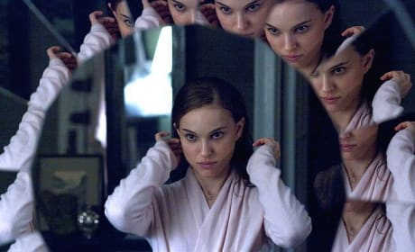Natalie Portman Loses Her Mind in Black Swan Pictures