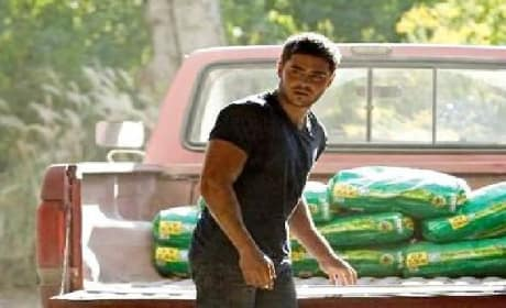 The Lucky One Featurette: When Zac Efron met Nicholas Sparks