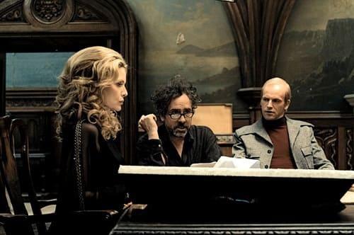 Michelle Pfeiffer and Jonny Lee Miller in Dark Shadows