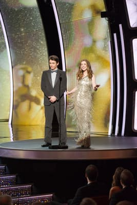 Anne Hathaway's Oscar Outfits #4