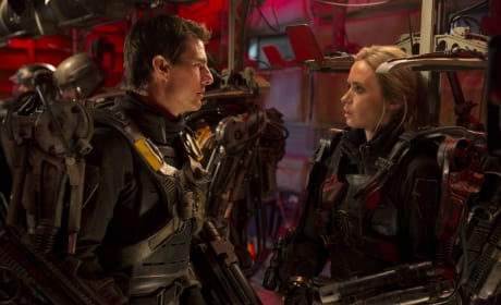 Edge of Tomorrow Photo: Tom Cruise & Emily Blunt Ready for Battle