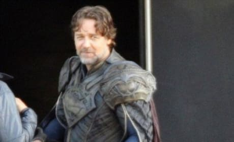 Russell Crowe on Man of Steel Set
