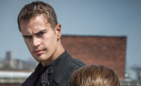Theo James Shailene Woodley Divergent