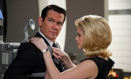 Josh Brolin and Alice Eve in Men in Black 3