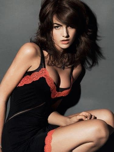 Camilla Belle Photo