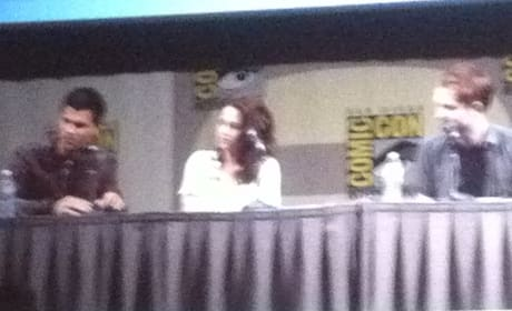 Comic-Con Day #1 - Breaking Dawn Panel - Kristen Stewart Loves the Books!